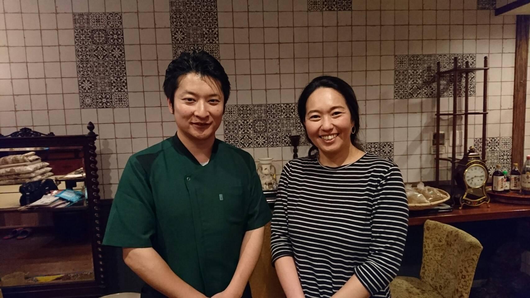 小野(左)とモクサアフリカの理事である伊田屋先生(右)